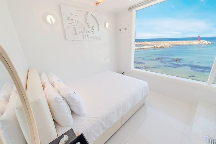 주문진 바다가 눈 앞에 펼쳐진 화이트톤 404(스파, 오션뷰) 객실