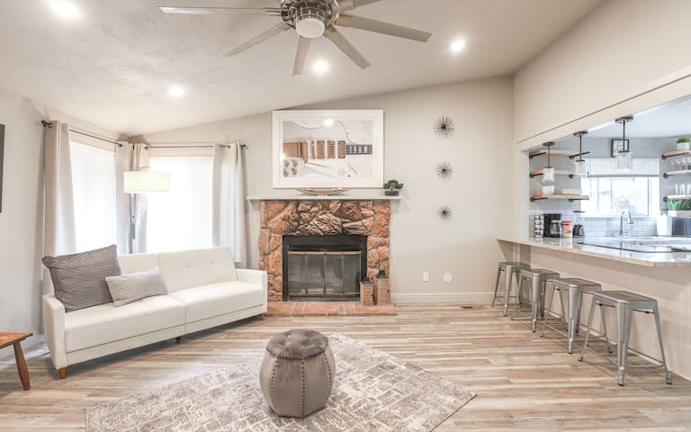 Modern Home Perfect for Vacations in Sparks / Reno