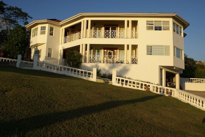 Hillside Ocean View Villa, Whitehouse, Jamaica - White House - Villa