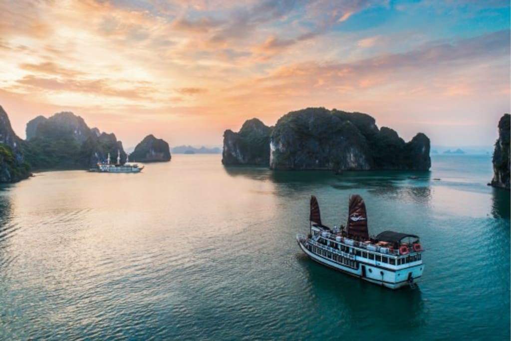 Deluxe Double Cabin To Visit Bai Tu Long