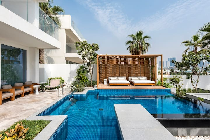 Sea View Villa w/ Private Pool in FIVE