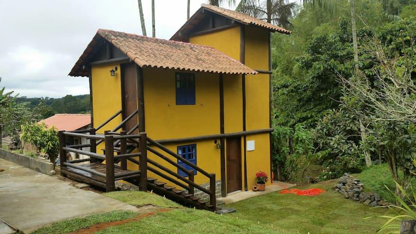 Hospedagem Casa Amarela