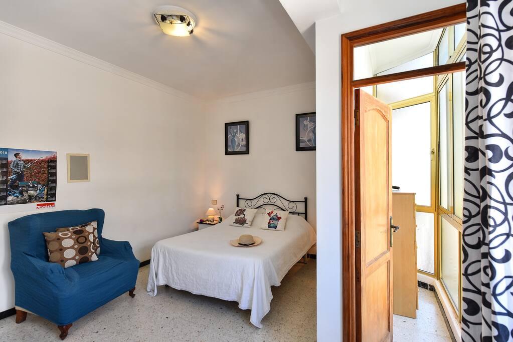 Habitacion doble privada con sofá