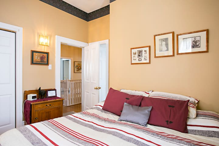 Crown House Bed & Breakfast Esquire Suite