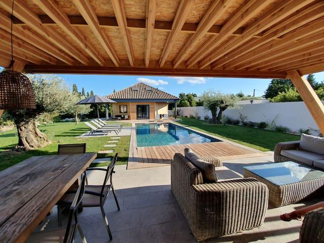 Maison Bois toute équipée avec piscine 9x4 mètres