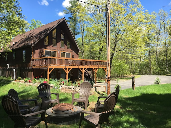 Exquisite Mountain Chalet Near Woodstock NY