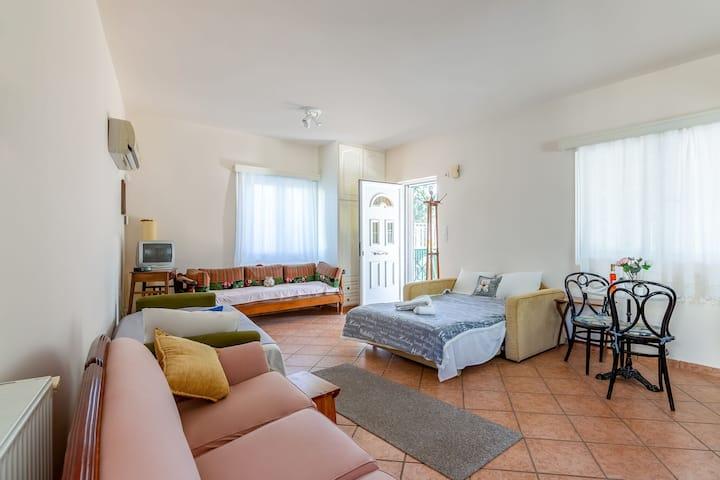 Sfeervol appartement in Porto Rafti met balkon