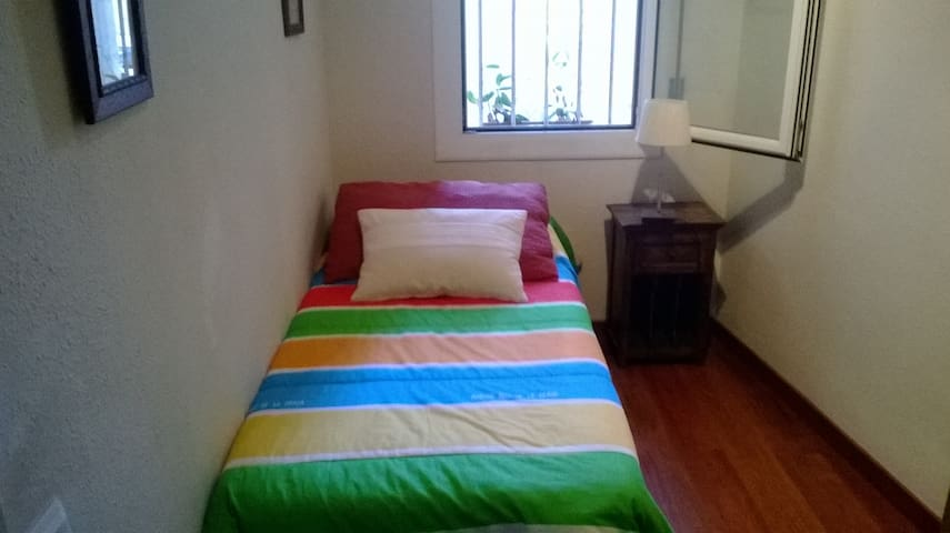 Cosy Single Room in Gracia