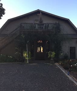 Charming, Country Loft Suite - Sutherlin - Lakás