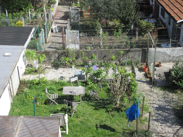 2-room flat on a collective garden