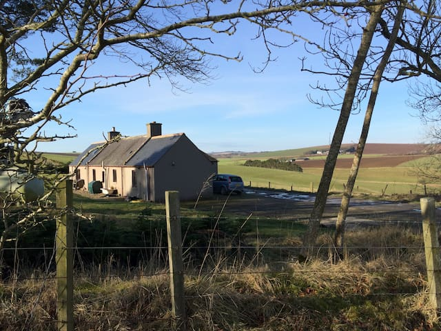 Sunny cottage with spectacular view - Aberdeenshire - Casa