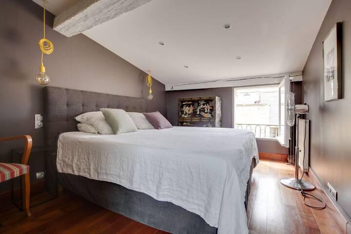Appartement ancien de 150 m2 entièrement rénové.