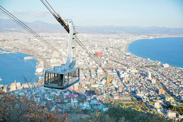 Hakodate Mountain Ropeway : Mt. Hakodate's top is goes from 334m above sea level to the summit in just 3 minutes. The panoramic view which spreads below is breathtaking and awesome. Enjoy the changing scenery of each season from Mt. Hakodate. Although Mt. Hakodate is the view during the daytime is also refreshing and attractive, on a clear day even the Shimokita and Tsugaru Peninsulas in the distance can be viewed.