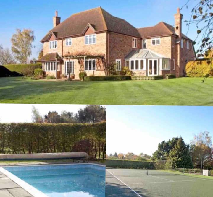 Large Country House with Pool and Tennis Court