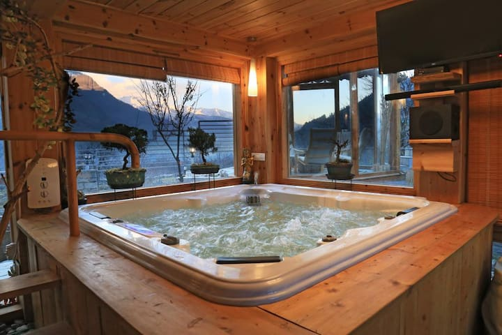 Windflower, 2 Rooms+Jacuzzi, Stunning View-Manali