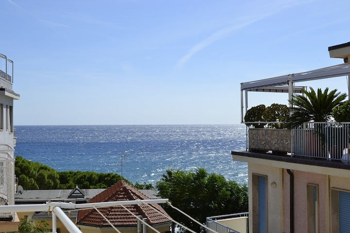 Two-room sea view apartment, 30 mt from the beach