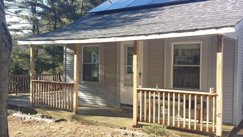 5 Star cottage in historical Clayville