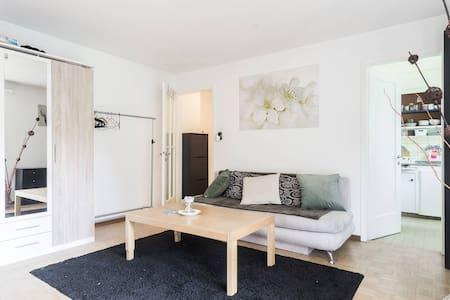 Gemütliches Zimmer mit Balkon an Toplage - Rapperswil-Jona - Apartamento