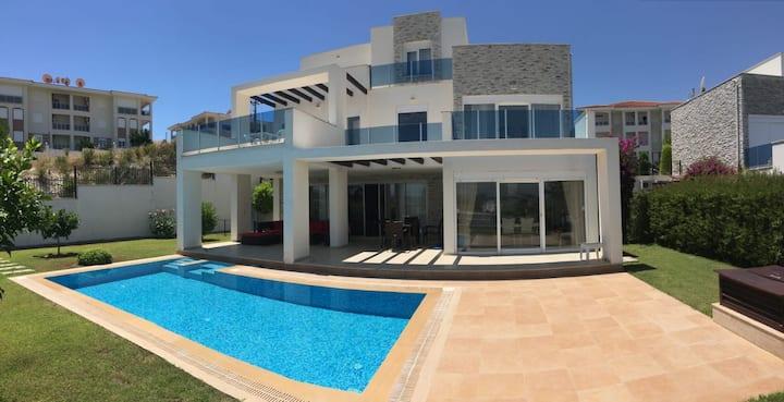 Private villa with private garden and pool