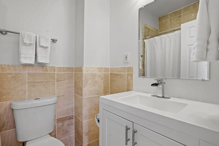 Full Bathroom #3