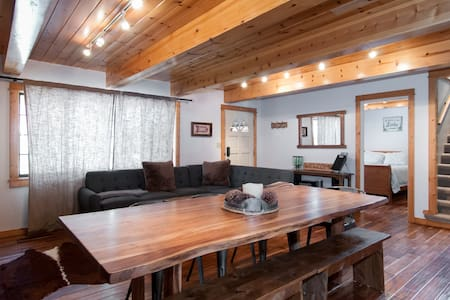Remodeled cabin one block to popular Donner Lake