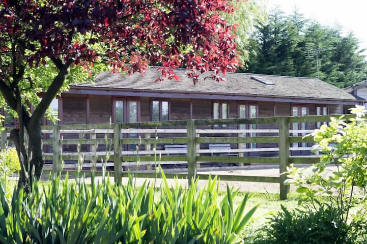Linford Stables Farmhouse B&B set in 8 acres