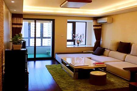 Sunny room @ Vanke 温馨舒适的新房,万科高端品质住宅!临近机场、高铁站和CBD。 - 정저우 - 아파트