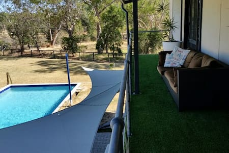 Peaceful surroundings with balcony and pool view - Bassendean
