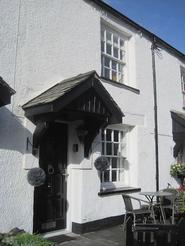 2, Sun Inn cottages. - Crook - House