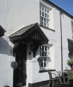 2, Sun Inn cottages. - Crook