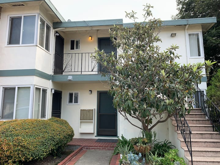 2 bed 1 bath closed to Stanford