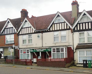 Guesthouse, Rooms from £35.00 - Watford
