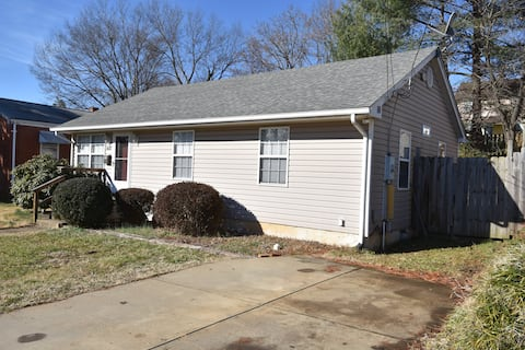 Locust Grove Retreat- 3 Bed, 1 Bath, Full Kitchen