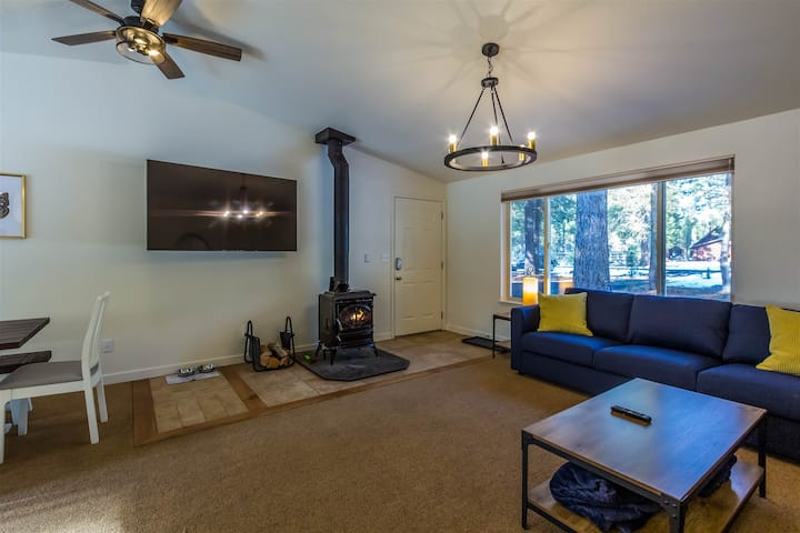Adorable Cottage in a Quiet Neighborhood, Pet Friendly, Walking Distance to Deschutes River