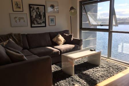 Trendy Waterfront Apartment - Sleeps 4 - Apartamento
