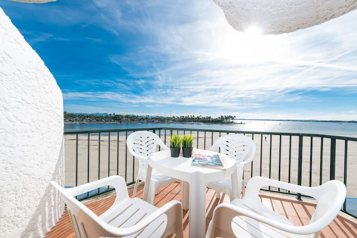 Air-conditioned Apartment Directly on Beach with Pool, Balcony, and Wi-Fi