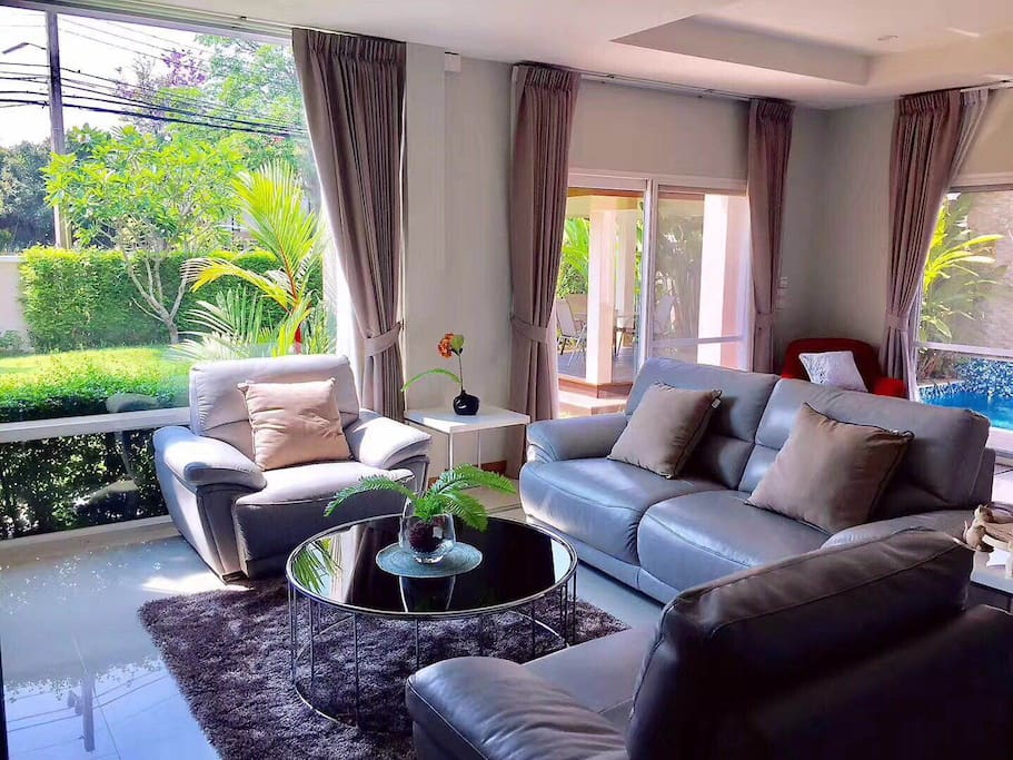 he interior is fully furnished with high quality western style furniture