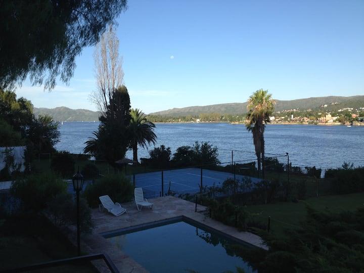 Carlos Paz sobre el lago impresiona
