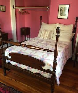 Cherry St. Historic Home - Pink Rm - Northampton - Haus