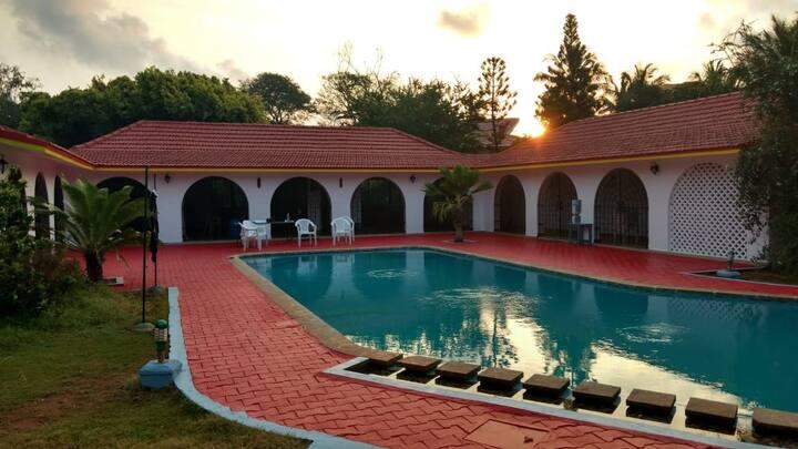 Lakshmi Garden Beach House. Swimming Pool & Beach