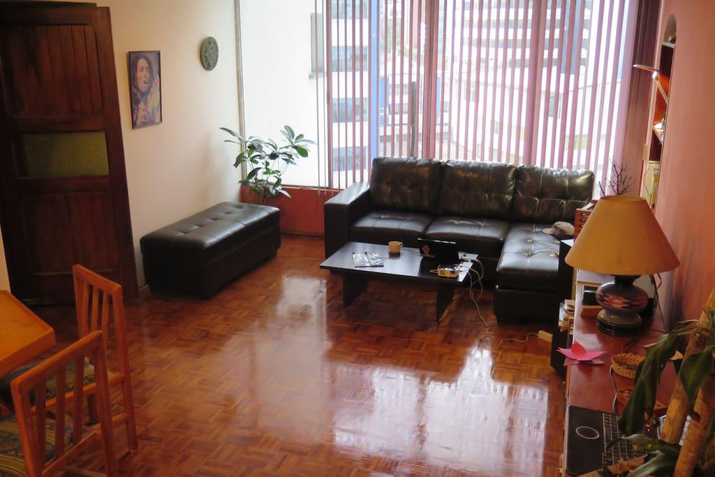 amplia sala de estar para nuestros huéspedes