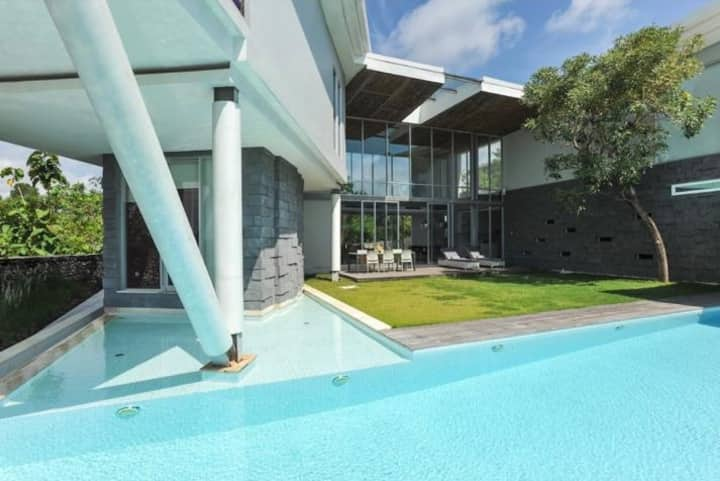 "4BR""5 Mins Walk To Beach"" Blue Lagoon Luxury Villa"