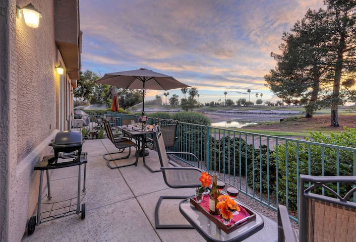 Golf Views; Superstition Lakes w/Comm Htd Pool/Spa; Walk to Shopping & Dining