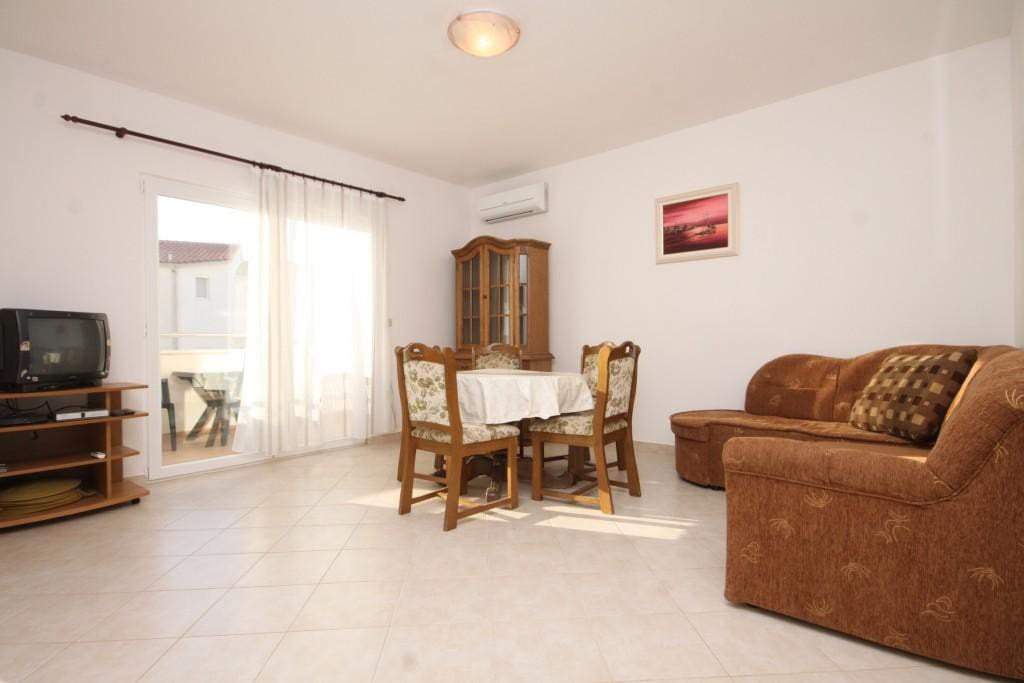 Dining room, Surface: 19 m²