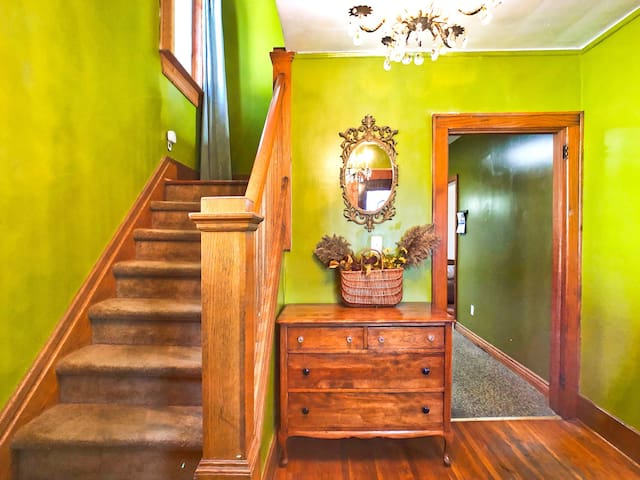 Classic & Gorgeous 3 Bedroom House