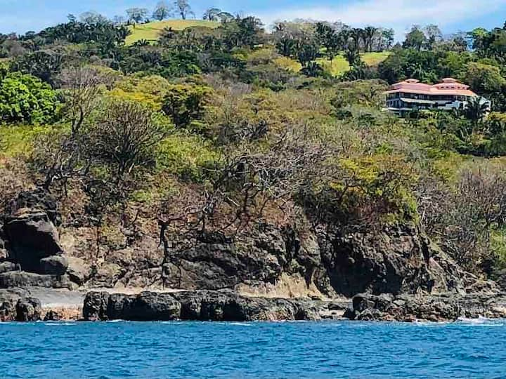 Luxury villa overlooking the Pacific with cook