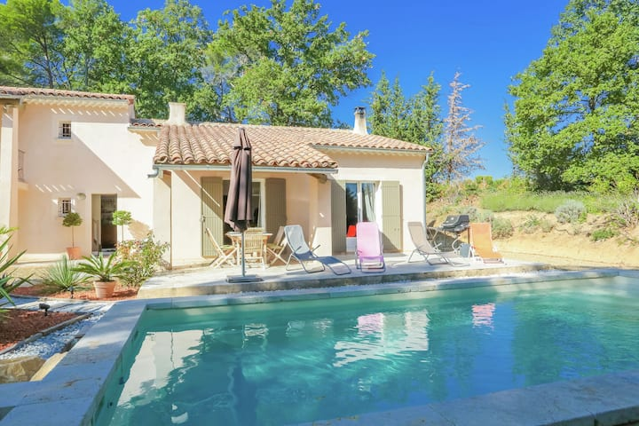 Lovely Villa in Buisson with Private Swimming Pool