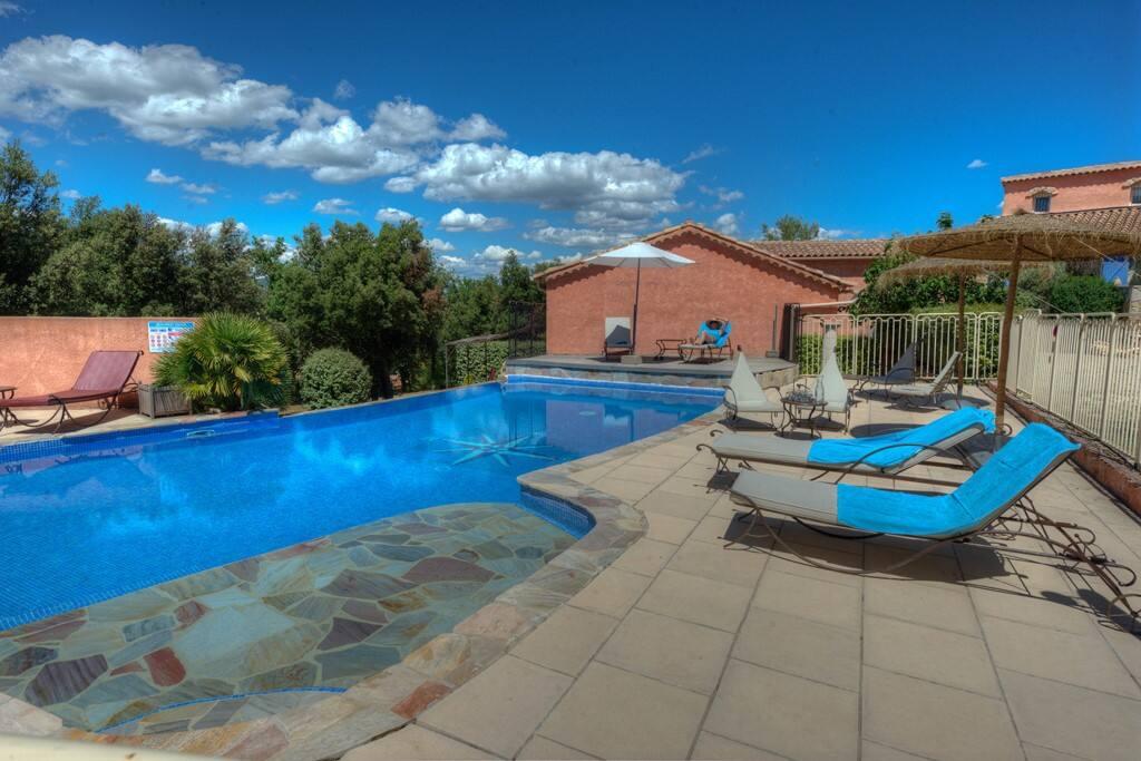 Provence calme piscine gite polyn sievigne village for Gite provence piscine