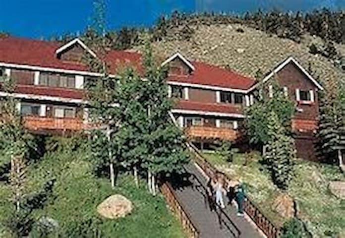 Heidleberg Inn- Yosemite /Mammoth/ Fishing