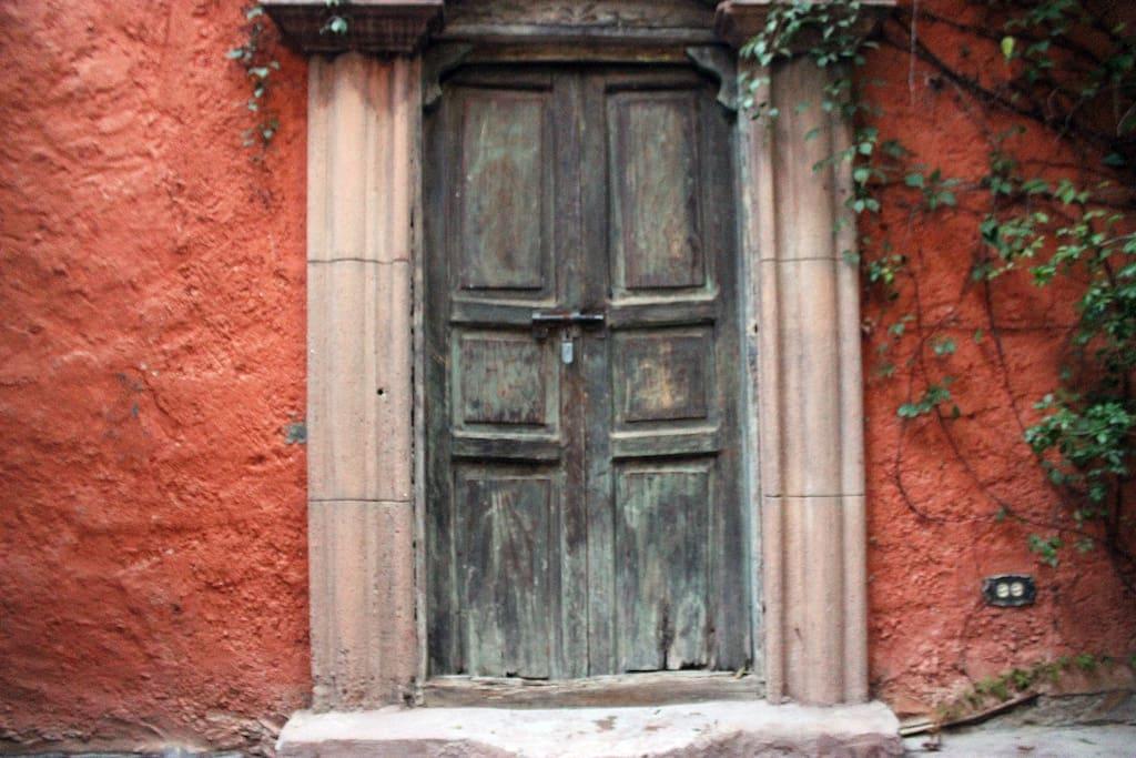 Puerta de acceso al departamento